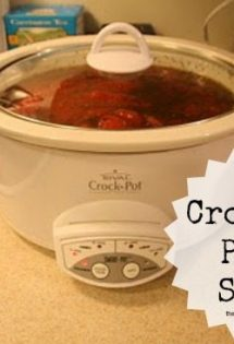 It's so easy to make pasta sauce in the crock pot! Check out this easy crock pot pasta sauce! It's a whole family pleaser!