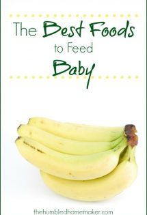 When it comes to starting solids, there are lots of different approaches about the best foods to feed your baby! These are great suggestions!