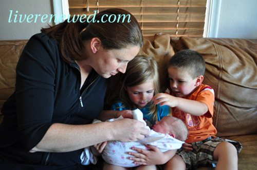 ways to help a new mama after having a baby