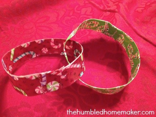 Christmas Chain made out of Duck Tape | thehumbledhomemaker.com