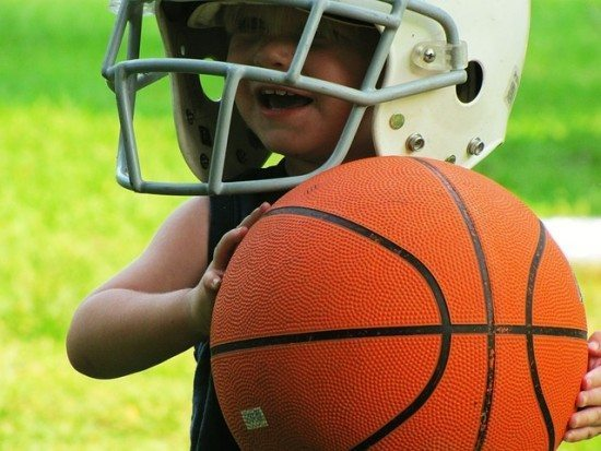 Do you want your children to participate in sports, but you have a tiny budget? Here are 7 inexpensive places to sign up for kids' extracurricular activities!