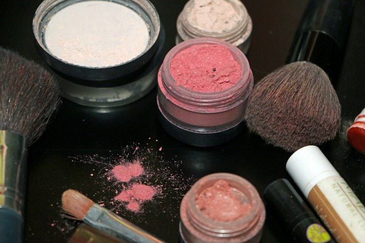 I ditched conventional cosmetics! Here's my simple, natural make-up routine!