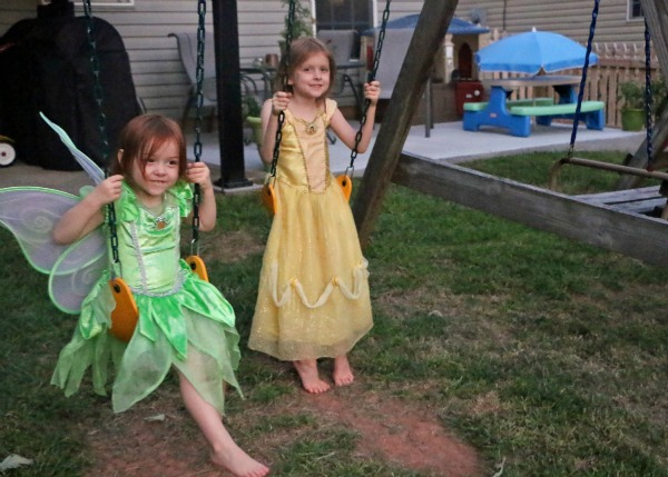 2 princesses swinging