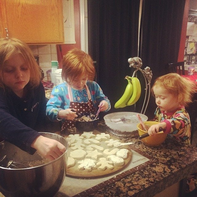 easy ways to give back during the holidays: kids helping in the kitchen