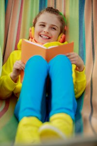 How to Enjoy Read-Aloud Books With Your Kids Despite a Busy Schedule
