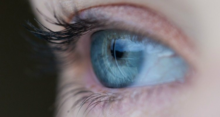 You might not need to go to the doctor for pink eye. Check out these natural remedies instead!