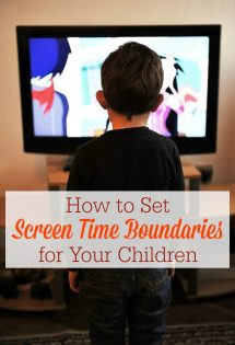 Setting screen time boundaries with your children can be tricky––but it's not impossible, thanks to a few helpful strategies to limit your kids' media consumption.