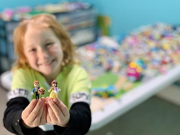 easy ways to organize LEGO - minifigures