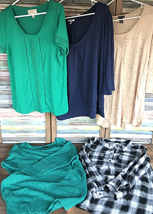 You're going to LOVE our final giveaway of our 2017Christmas Giveaway Week! How does a new wardrobe sound? Seriously?! Yep! That'swhat the winner of our thredUP giveaway will get. The $300 credit prize will go a long way over at thredUP, and I'm here toshow you how tomake it stretch!