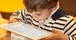 How to Set Screen Time Boundaries with Your Children