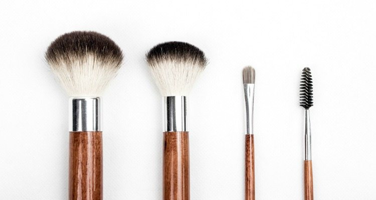 Switch to a natural makeup routine to decrease toxins in your body!