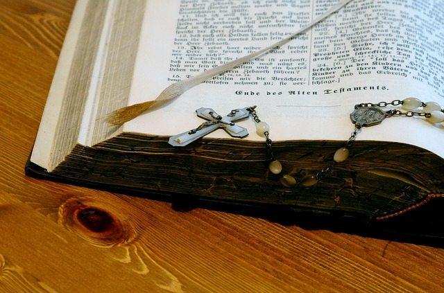 bible-989311_640