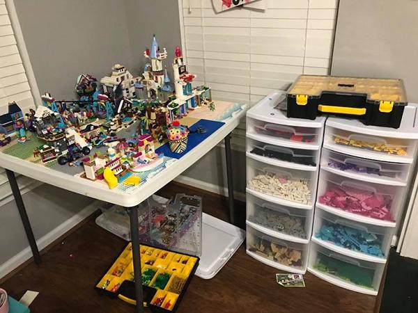 easy ways to organize LEGO - plastic drawers