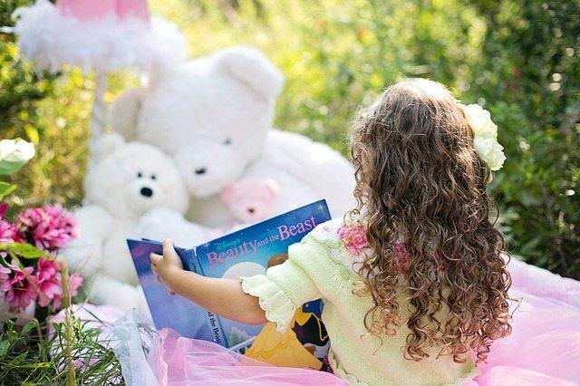 enjoying read-aloud books with kids