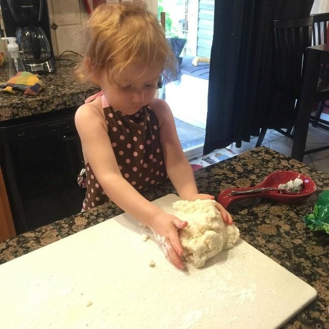 making an apple pie with mommy