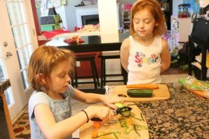 3 Ways to Teach Kids to Cook