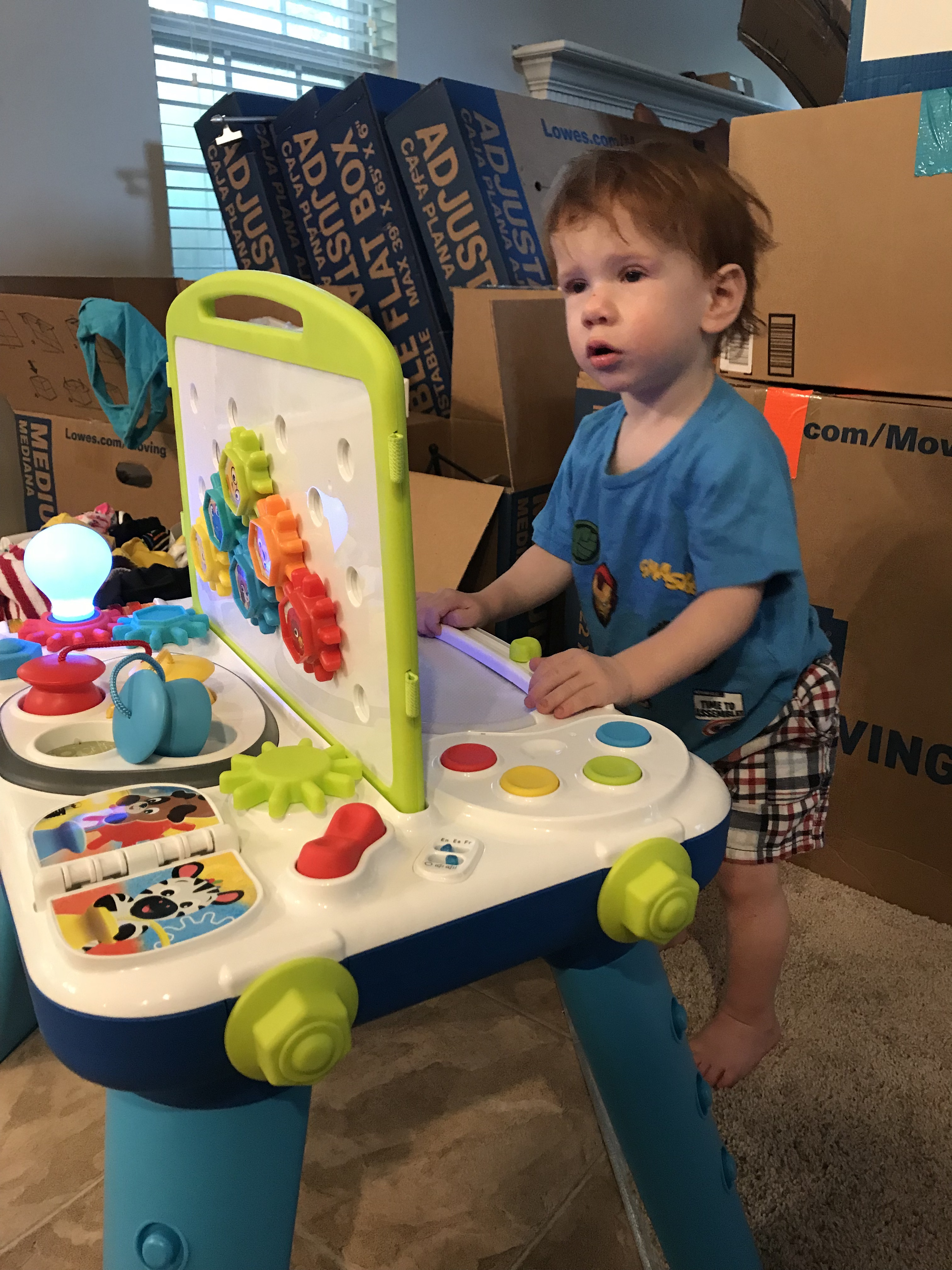 Entertaining toddlers during a move can be quite the challenge. This post will give some great tips to make it work!