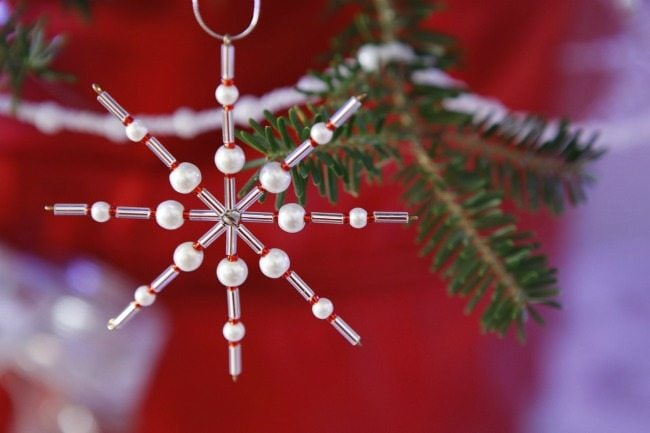 Have you ever tried decorating for Christmas in one day? Here's how one homemaker does it!